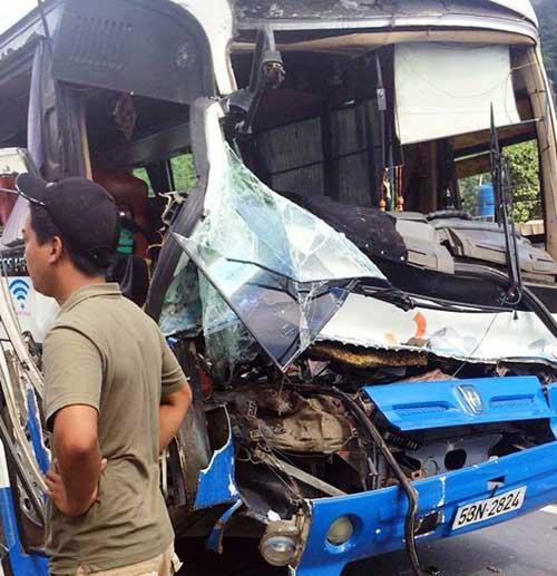 Vụ xe tải cứu xe khách: Phạt xe khách 10,5 triệu đồng - 1