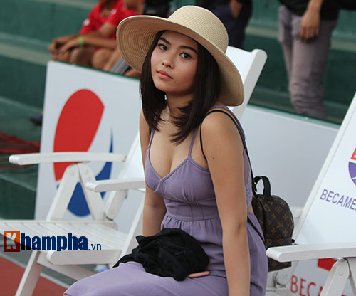 """Hoàng Thiên được hot girl """"thưởng nóng"""" sau vô địch Men's Futures - 8"""