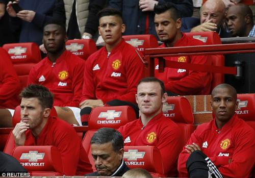 """MU thắng đậm, Mourinho """"xoa dịu"""" Rooney - 1"""