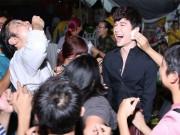 Nathan Lee hốt hoảng vì đụng độ fan cuồng