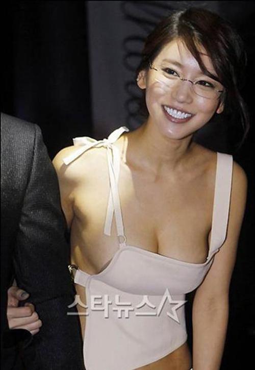 6 người đẹp Hàn bạo gan khoe vòng 1 trước ống kính - 4