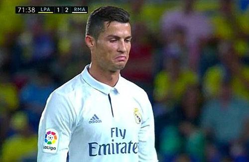 Bị thay giữa chừng, Ronaldo không thèm nhìn Zidane - 1