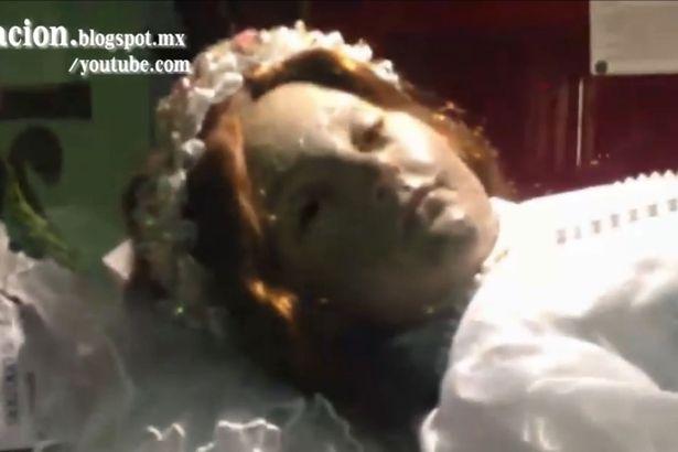 Hết hồn xác chết của vị thánh 300 tuổi bỗng dưng mở mắt - 2