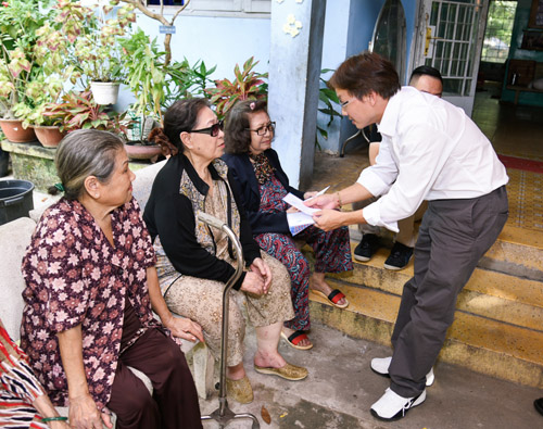 Gia đình Minh Thuận dùng tiền phúng điếu làm từ thiện - 3