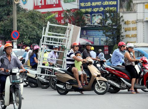 """Hà Nội thu giữ hàng loạt xe chở """"tử thần"""" - 1"""