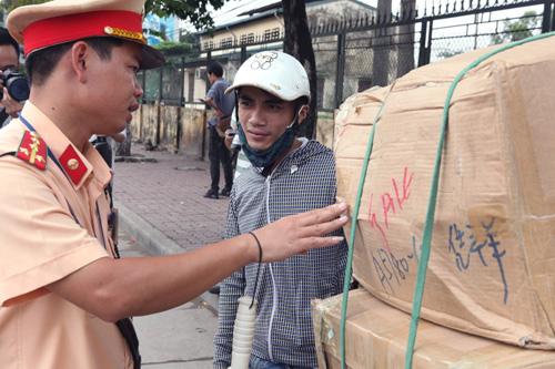 """Hà Nội thu giữ hàng loạt xe chở """"tử thần"""" - 8"""