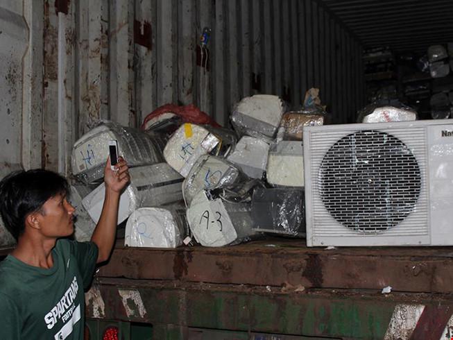 Bắt giữ lượng lớn hàng điện lạnh không rõ nguồn gốc - 1