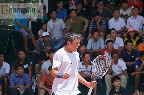 Hoàng Nam 2 tay 2 cúp, bị fan nữ vây ngay trên sân - 5