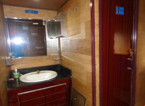 Chùm ảnh: Đường sắt đổi mới bắt đầu từ... cái toilet - 7
