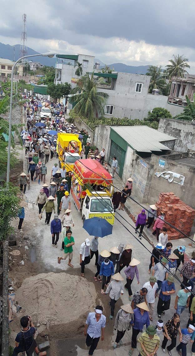Dòng người kéo dài 3km tiễn đưa 4 bà cháu ở Quảng Ninh - 3