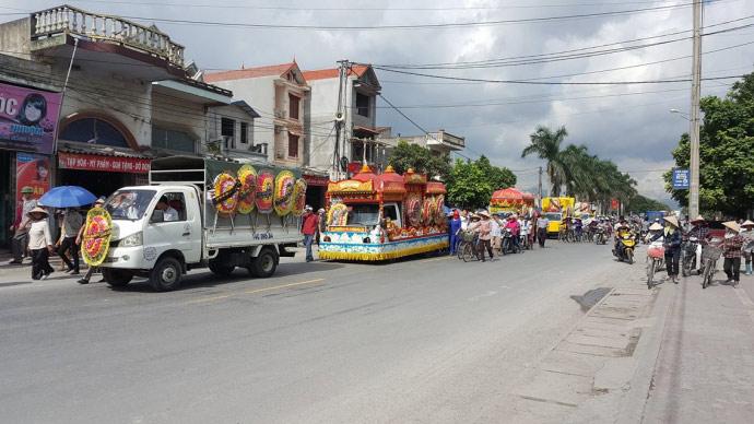 Dòng người kéo dài 3km tiễn đưa 4 bà cháu ở Quảng Ninh - 4