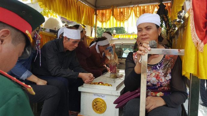 Dòng người kéo dài 3km tiễn đưa 4 bà cháu ở Quảng Ninh - 5
