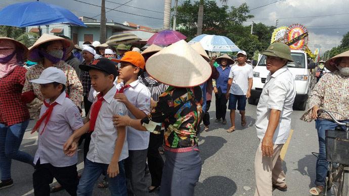 Dòng người kéo dài 3km tiễn đưa 4 bà cháu ở Quảng Ninh - 6