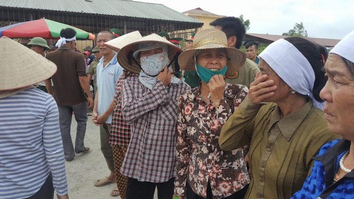 Dòng người kéo dài 3km tiễn đưa 4 bà cháu ở Quảng Ninh - 2