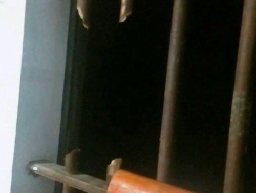 Vắng chủ nhà, trộm phá cửa sổ vào khoắng sạch tài sản - 1