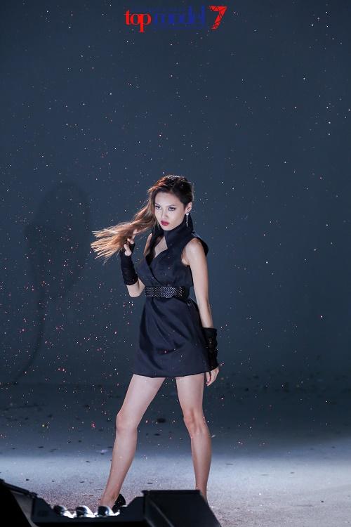 Hot girl 1m54 xuất sắc lọt vào chung kết Next Top Model - 2