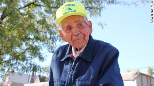 """Cụ ông 89 tuổi bán kem dạo """"đổi đời"""" nhờ Internet - 1"""