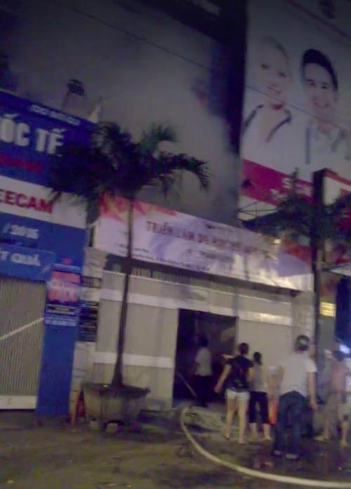 Chập điện máy bơm, trung tâm giáo dục phát hỏa trong đêm - 1