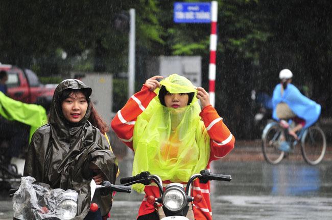Đầu tuần, mưa dông bao trùm cả nước - 1