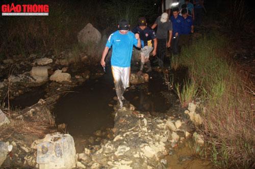 Xuyên đêm truy tìm nghi can vụ thảm án Quảng Ninh - 7