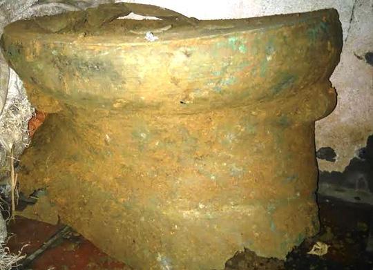 Đào móng nhà, phát hiện trống đồng cổ 2 ngàn năm tuổi - 1