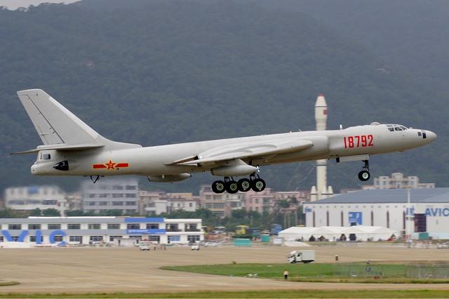 Trung Quốc đưa 40 máy bay ném bom đến sát đảo Nhật Bản - 1