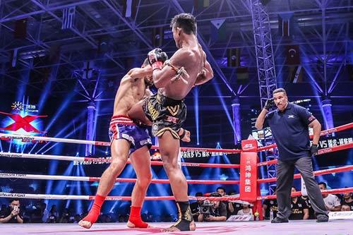"""Nóng: """"Hoàng tử Muay Thái"""" đả bại nhà vô địch Pháp - 2"""