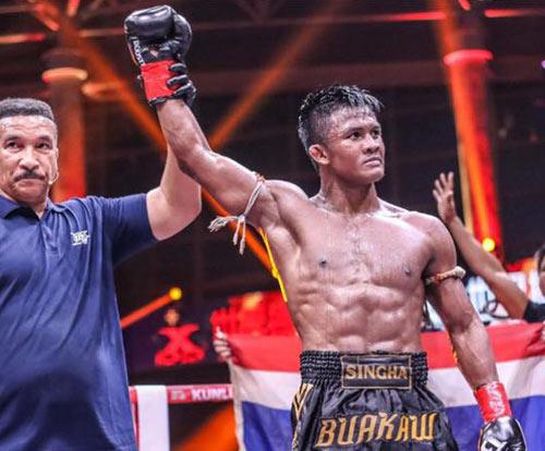 """Nóng: """"Hoàng tử Muay Thái"""" đả bại nhà vô địch Pháp - 9"""
