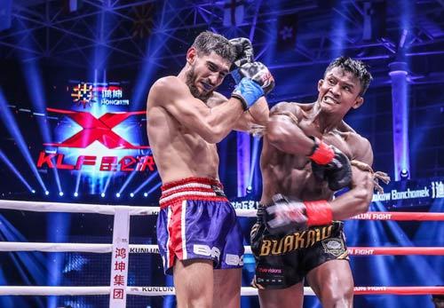 """Nóng: """"Hoàng tử Muay Thái"""" đả bại nhà vô địch Pháp - 4"""