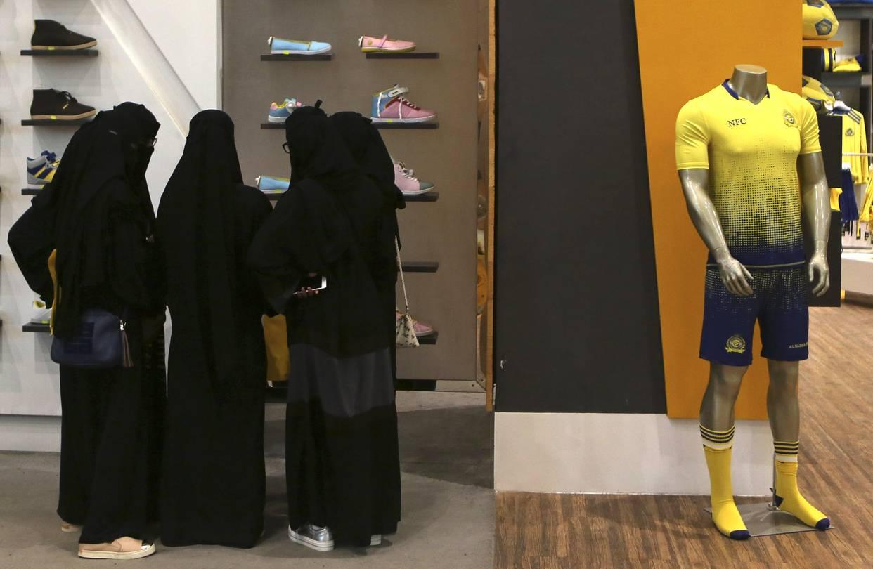 Nhà giàu Saudi Arabia hết thời du lịch, mua sắm - 1