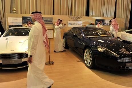 Nhà giàu Saudi Arabia hết thời du lịch, mua sắm - 3