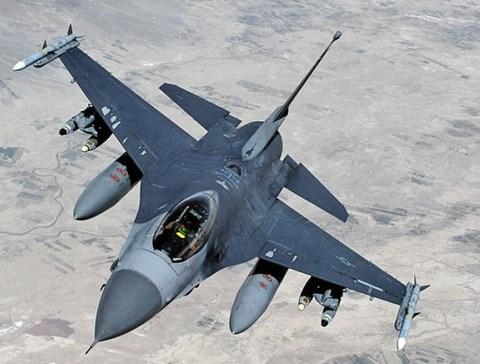 """Su-35, T-50 Nga khiến """"chim ưng"""" F-16 Mỹ thành đồ bỏ đi - 3"""