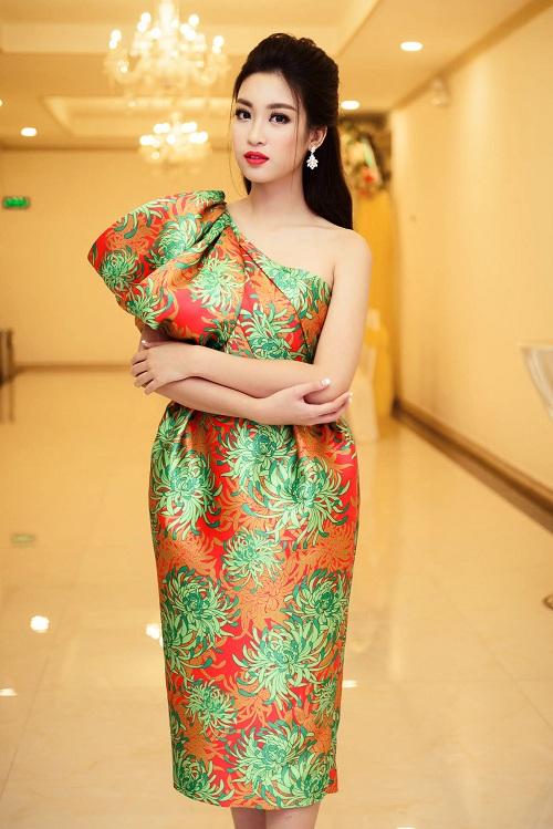 Hoa hậu Mỹ Linh đọ sắc cùng 2 á hậu - 2