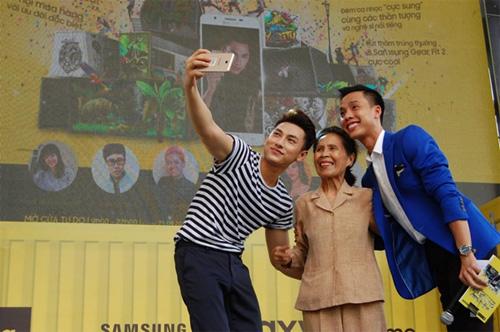 """""""Già - trẻ - lớn - bé"""" đều """"phát cuồng"""" với lễ hội selfie - 3"""
