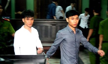Bênh mẹ bị đánh, 2 anh em dắt nhau vào tù vì giết người - 1