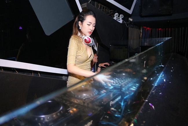 Trang Moon gợi cảm chơi nhạc cùng DJ sexy nhất Hàn Quốc - 7
