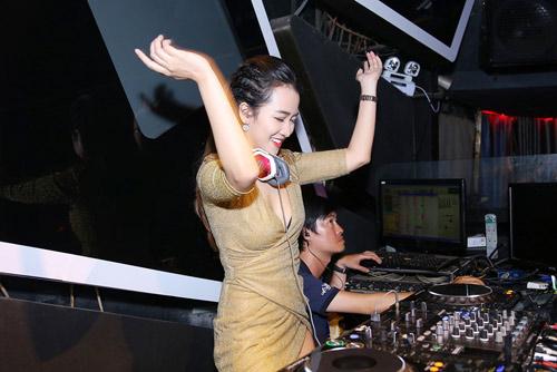 Trang Moon gợi cảm chơi nhạc cùng DJ sexy nhất Hàn Quốc - 10