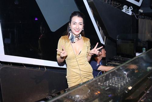 Trang Moon gợi cảm chơi nhạc cùng DJ sexy nhất Hàn Quốc - 9