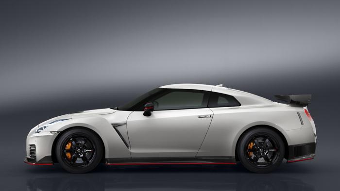 Nissan GT-R Nismo 2017 chính thức chốt giá bán - 2