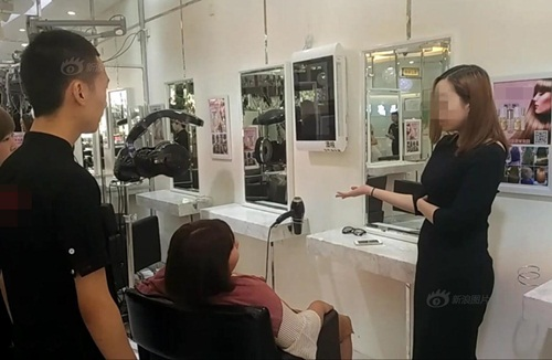 """Gái xinh TQ """"ném"""" 7 tỷ để tranh chỗ trong tiệm tóc - 6"""