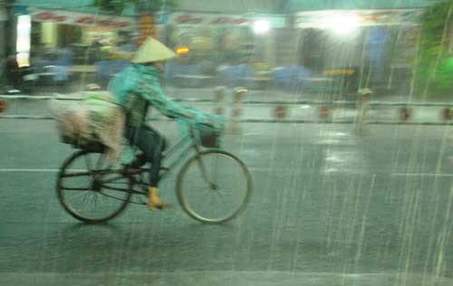 Mưa như trút nước, đường phố Sài Gòn thành sông - 6