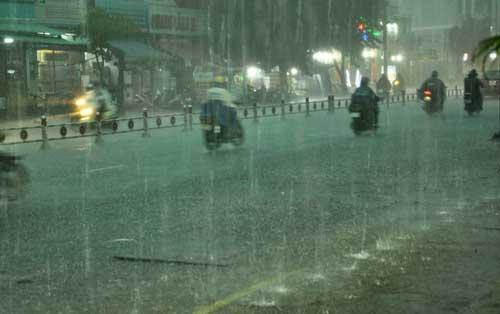 Mưa như trút nước, đường phố Sài Gòn thành sông - 15