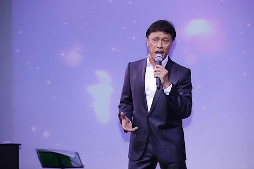 """Tuấn Ngọc đệm đàn cho """"bản sao Khánh Ly"""" - 4"""
