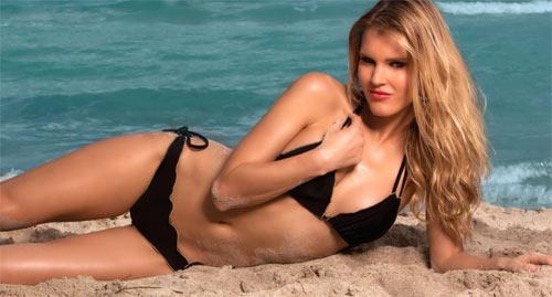 Ngạc nhiên ngắm bikini bé xíu của chân dài miền biển - 11
