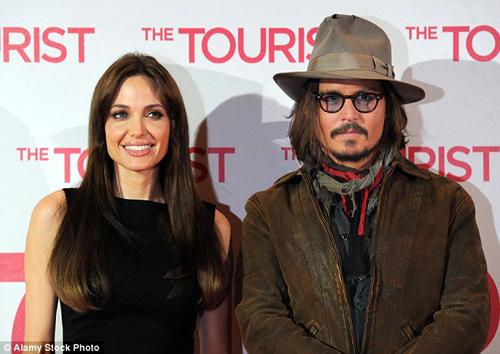 """Tròn tuần ly dị, Angelina có """"chỗ dựa mới"""" - 1"""