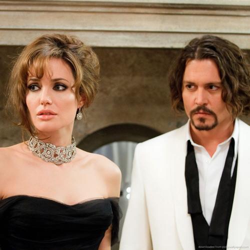 """Tròn tuần ly dị, Angelina có """"chỗ dựa mới"""" - 2"""