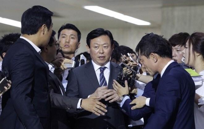 Chủ tịch Lotte có thể bị bắt, Lotte VN ảnh hưởng gì? - 1