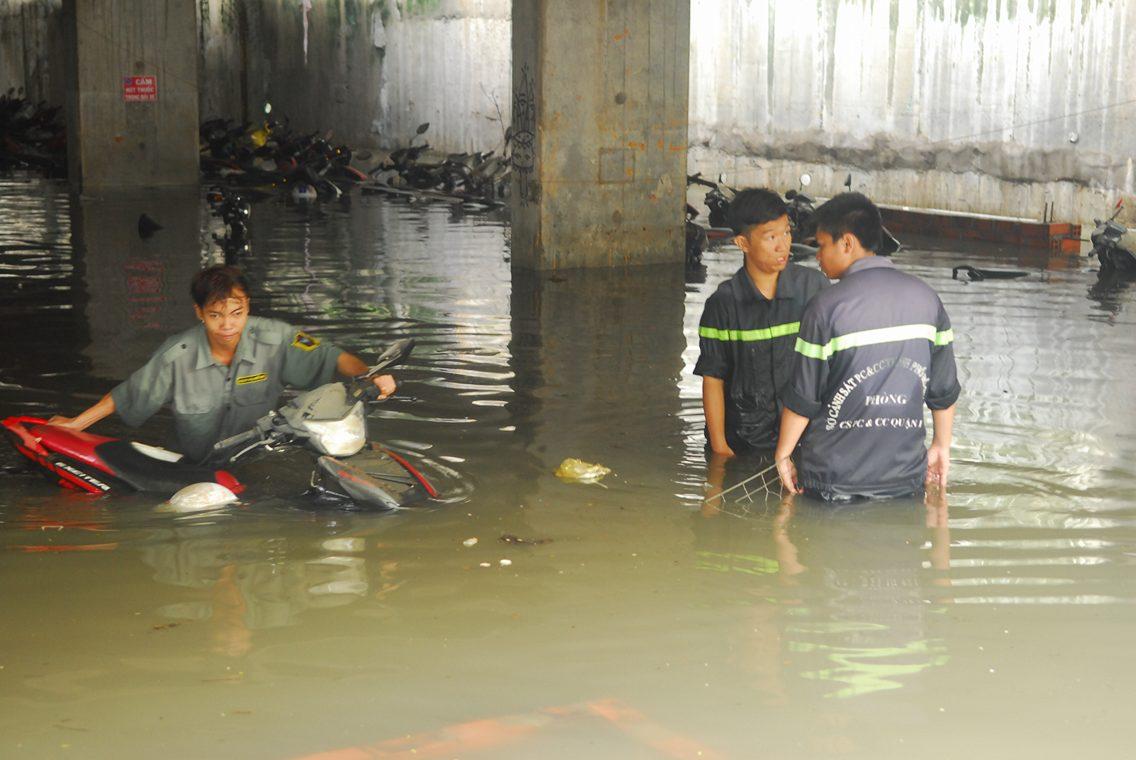 Hơn 1.000 xe máy chìm nghỉm dưới tầng hầm ở Sài Gòn - 6