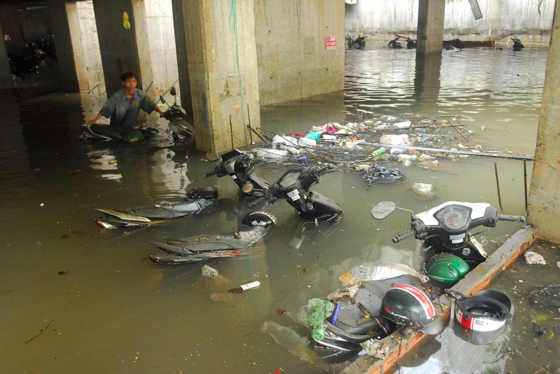 Hơn 1.000 xe máy chìm nghỉm dưới tầng hầm ở Sài Gòn - 7