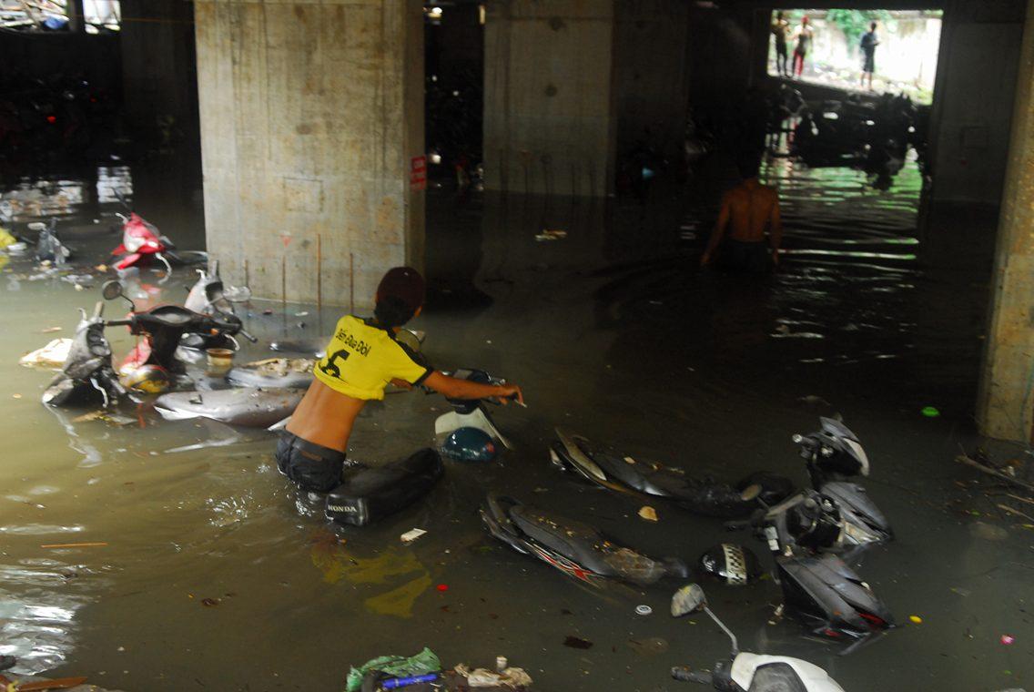 Hơn 1.000 xe máy chìm nghỉm dưới tầng hầm ở Sài Gòn - 9